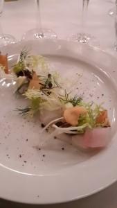 Rimmet torsk anrettet med tynde gulerodsskiver