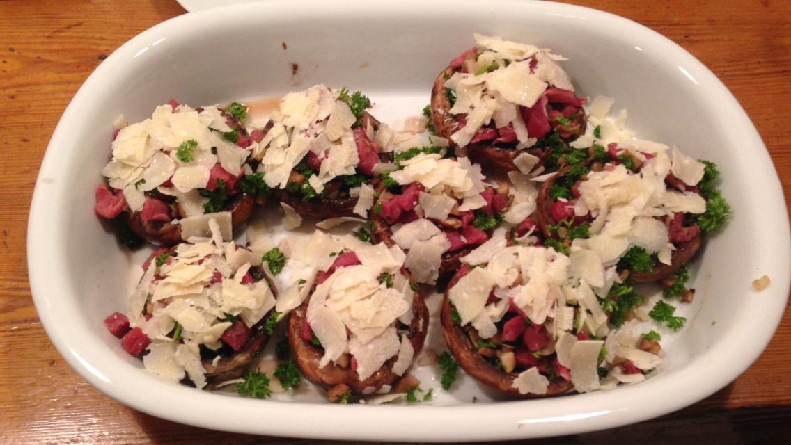 Portobello-svampene klar til at komme i ovnen